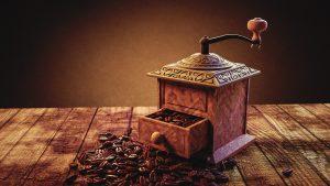 Kaffeemuehle per Hand bedienen