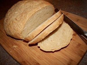 Mit dem Brotmesser kannst du vieles schneiden